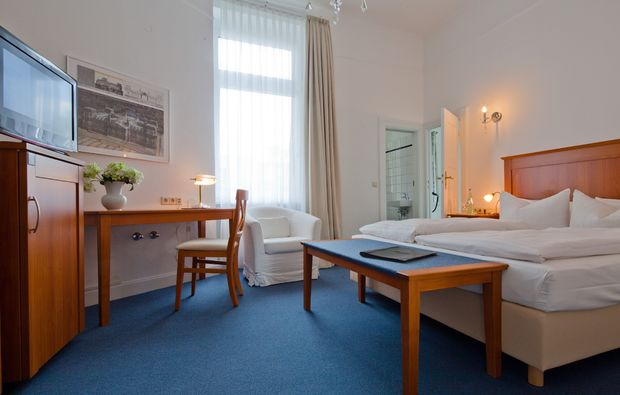 staedtetrips-berlin-doppelbett-uebernachten-zimmer
