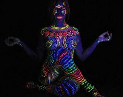 UV Bodypainting mit UV-Effekt-Bodypainting & 300 Bilder digital, ca. 3-6 Stunden