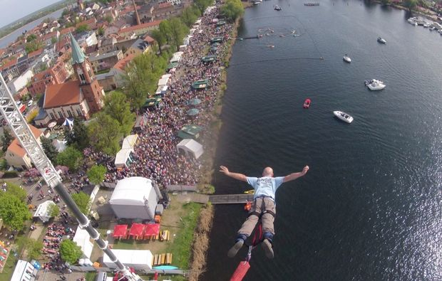 tandem-bungee-jumping-ueber-wasser