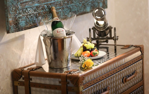 flitterwochenende-strausberg-champagner
