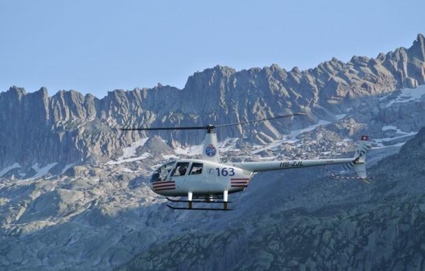 hubschrauber-rundflug-balzers-schweizer-alpen
