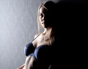 Erotisches Fotoshooting inkl. Make-Up, 1 Bild als Print, digital & Poster, ca. 1,5 Stunden