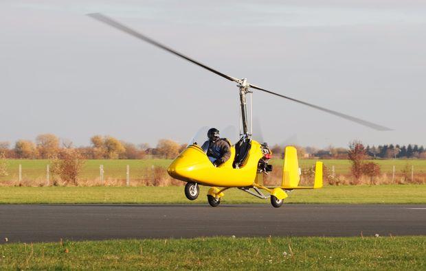 tragschrauber-rundflug-weiden-in-der-oberpfalz-gyrocopter-gelb-landung