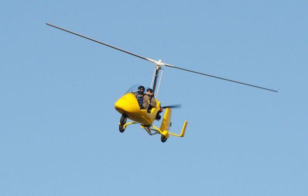 tragschrauber-rundflug-weiden-in-der-oberpfalz-gyrocopter-gelb