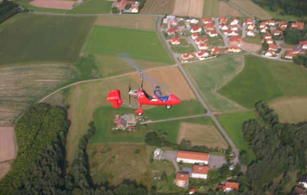 tragschrauber-rundflug-weiden-in-der-oberpfalz-gyrocopter-rot-landblick-1