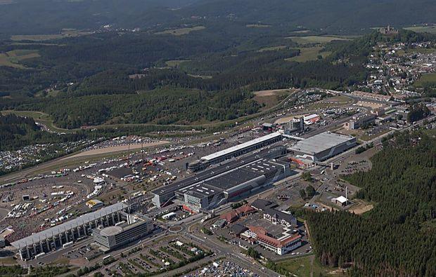 flugzeug-rundflug-nuerburgring-bad-breisig-rennstrecke