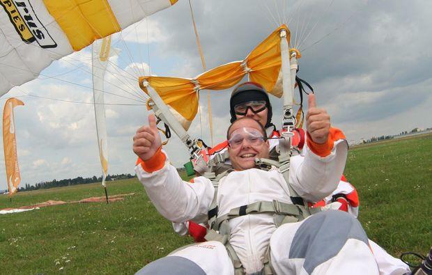 fallschirm-tandemsprung-prostejov-springen