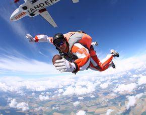 Fallschirm-Tandemsprung Sprung aus ca. 4.000 Metern - ca. 50-60 Sekunden freier Fall
