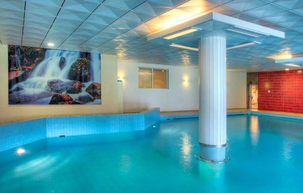 wellness-wochenende-davos-pool