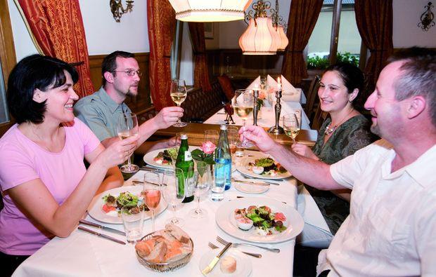 candle-light-dinner-fuer-zwei-kehl-kork-feiern