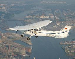 Luft & Liebe für Zwei Heist Exklusiver Rundflug in einer Cessna 172 - 35-40 Minuten
