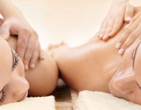 Wellnesstag für Zwei Rückenmassage, Kopf-, Gesicht-, Nackenmassage, Glas Prosecco