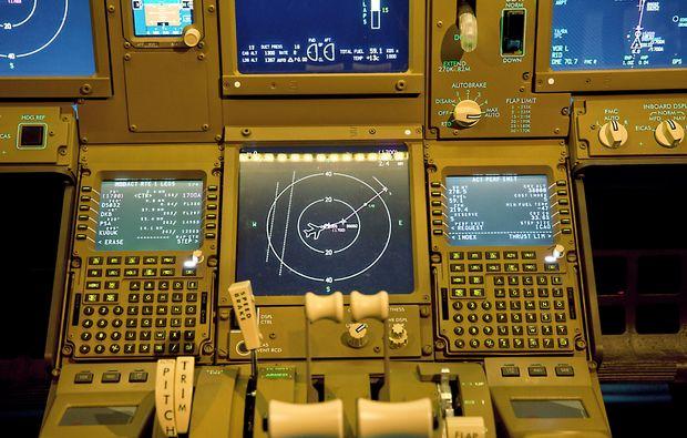 flugsimulator-filderstadt-cockpit-boeing-b777