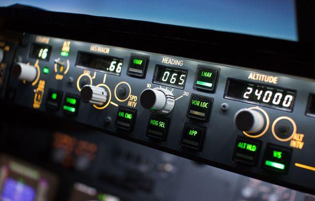 flugsimulator-stuttgart-boeing-b737-cockpit