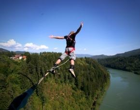 Bungee Jumping Jauntalbrücke   Jauntalbrücke in Kärnten Bungy-Jumping von der 96 Meter hohen Jauntalbrücke mit möglichem Dip-In ins Wasser