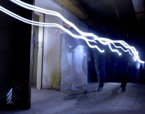 Simulation von Fliegeralarm im dunklen Bunker ca. 1 Stunde