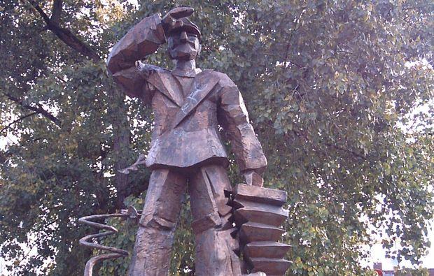 aussergewoehnliche-stadtfuehrung-hamburg-statue