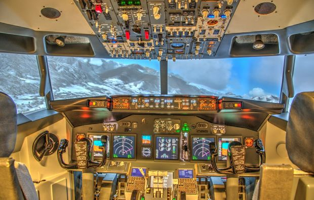 flugsimulator-boeing737-schweinfurt-cockpit