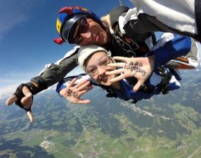 Fallschirm Tandemsprung - St.Johann Tirol Über den Alpen - Sprung aus ca. 3000-4000 Metern – ca. 30-60 Sekunden freier Fall