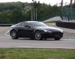 CH_Aston Martin – 3 giri Aston Martin V8 Vantage - 3 Runden - Streckenlänge 2.702 Meter