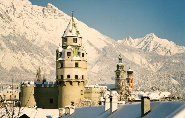 klassische-stadtfuehrung-hall-in-tirol-winter
