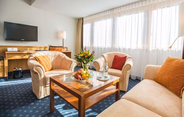 wellness-wochenende-deluxe-bad-gastein-wohnzimmer-fernseher