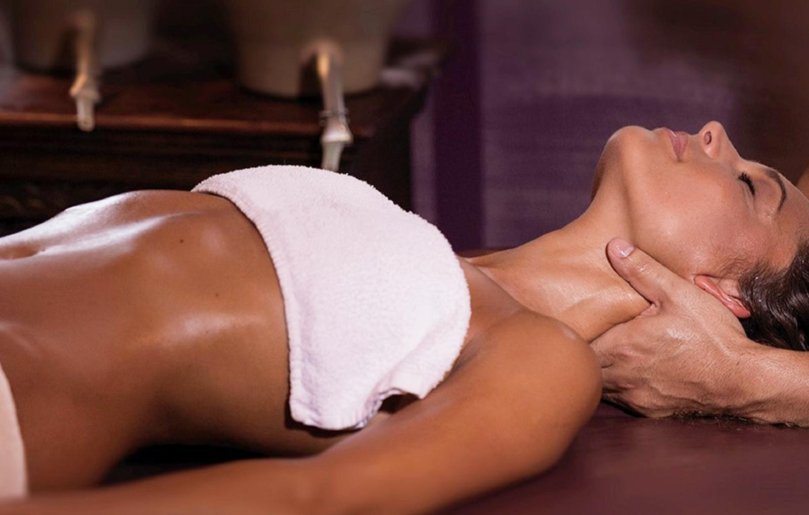 ayurvedische-kopf-nacken-dekollet-massage-bg1