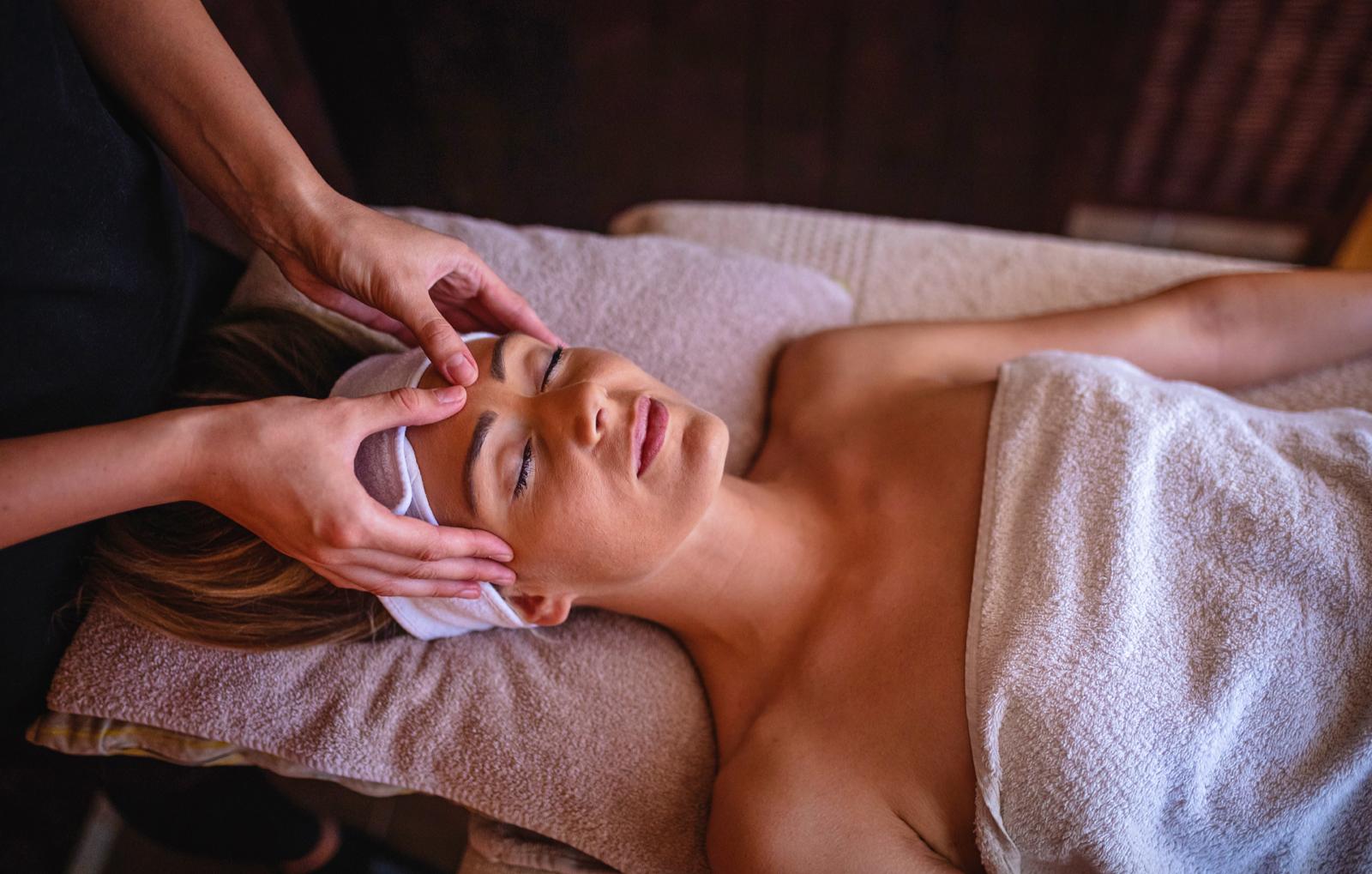 ayurvedische-kopf-nacken-dekollet-massage-bg2