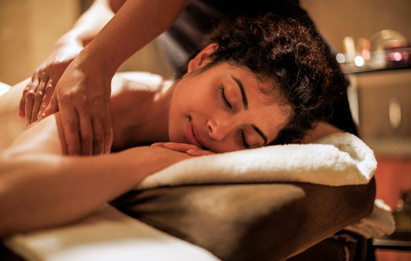 ayurvedische-kopf-nacken-dekollet-massage-bg3