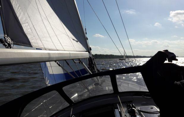 mondscheinsegeln-fuer-zwei-hamburg-daemmerung-segeln