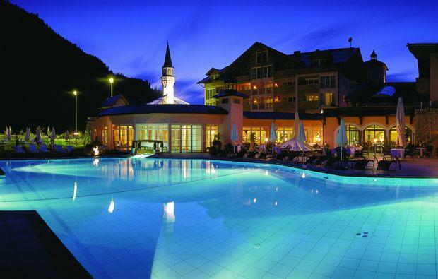 luxushotels-graen-am-haldensee-pool