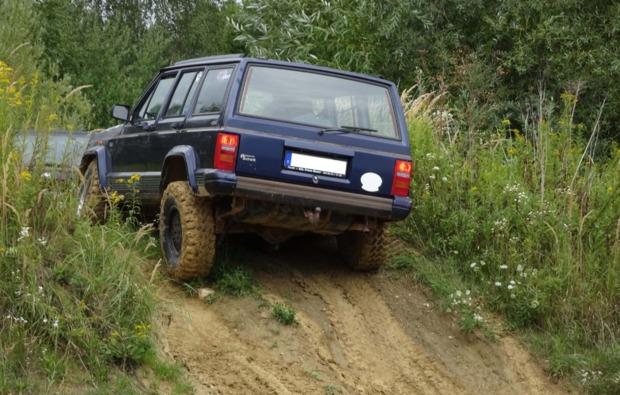 jeep-cherokee-offroad-fahren-grossmehring-action