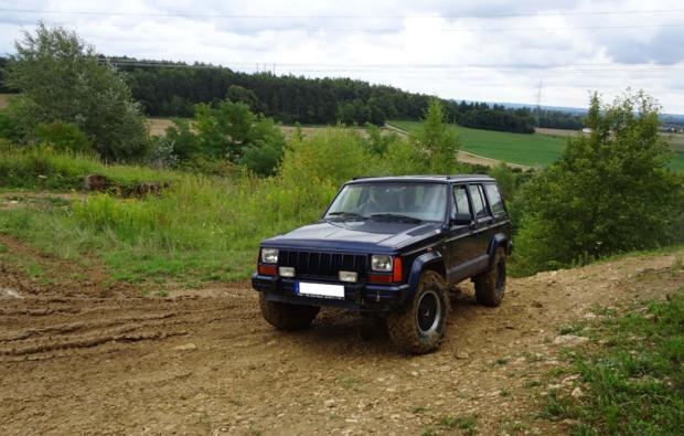 jeep-cherokee-offroad-fahren-grossmehring-fahrspass