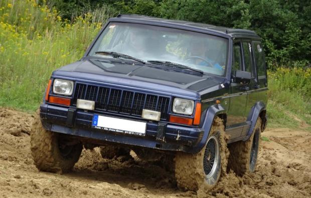 jeep-cherokee-offroad-fahren-grossmehring-gelaende