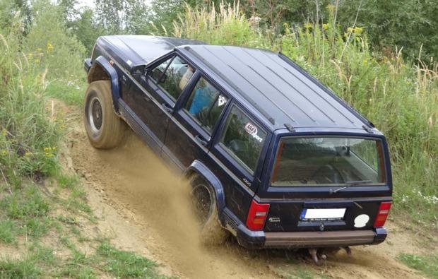 jeep-cherokee-offroad-fahren-grossmehring-steigung