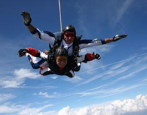 Fallschirm-Tandemsprung - 3.000-4.000 Meter Sprung aus ca. 3.000-4.000 Metern - ca. 25-50 Sekunden freier Fall