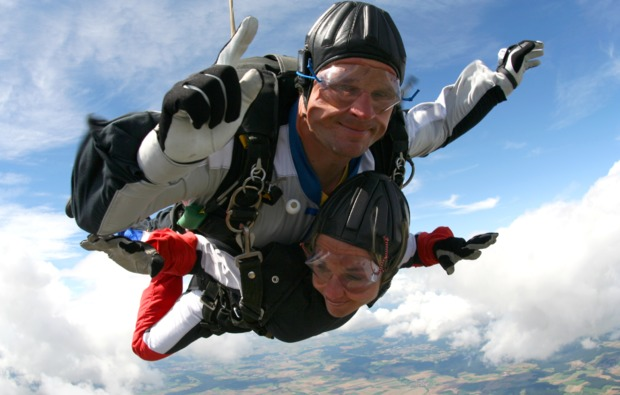 fallschirm-tandemsprung-thalmaessing-fallschirmspringen