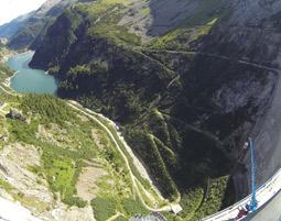 165 Meter Bungy-Jump Kölnbreinsperre im Maltatal in Kärnten 165 Meter Bungy-Jump Kölnbreinsperre im Maltatal in Kärnten
