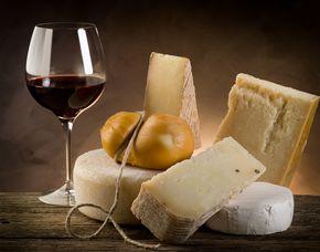Wein & Käse - Schokoladen und Denkfabrik - Wuppertal Verkostung von 8 Weinen & 8 Sorten Käse