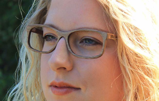 schmuck-uhren-selber-machen-hassfurt-dame-mit-brille