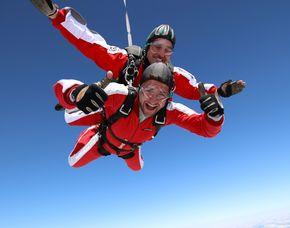 Fallschirm-Tandemsprung - 4.000 Meter Sprung aus ca. 4.000 Metern - ca. 50 Sekunden freier Fall