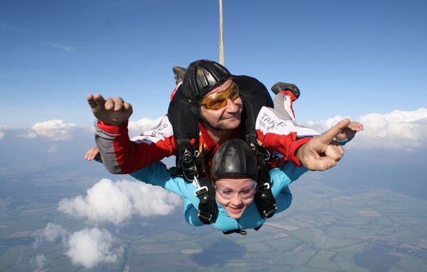 fallschirm-tandemsprung-flugzeug-fehrbellin