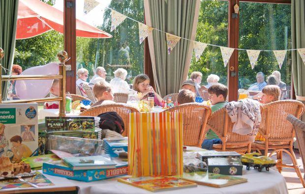 kurztrip-ostseebad-trassenheide-restaurant-terrasse