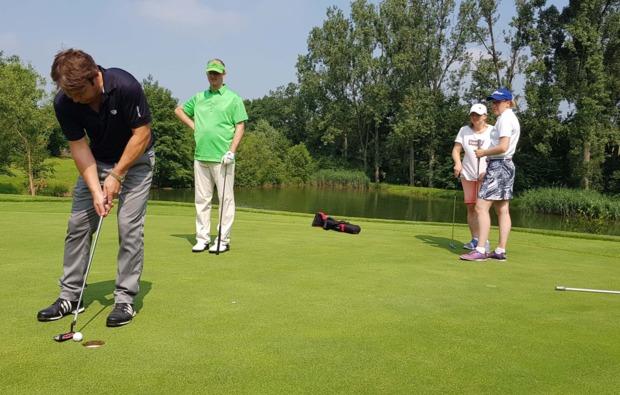 golf-schnupperkurs-sinsheim-einlochen