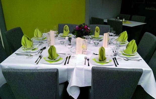 candle-light-dinner-fuer-zwei-soest-tisch
