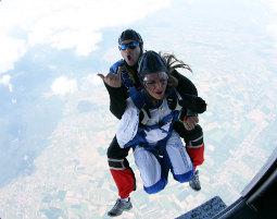 Fallschirm-Tandemsprung Schweighofen Sprung aus ca. 4.000 Metern - ca. 30-60 Sekunden freier Fall