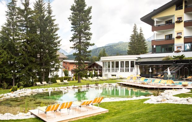 wellness-wochenende-deluxe-seefeld-in-tirol-badeteich