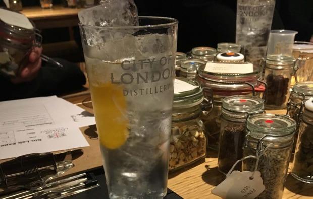 schnapsbrennen-essen-gin