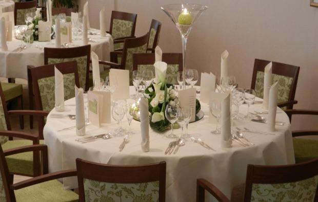 kabarett-dinner-magdeburg-gedeckter-tisch