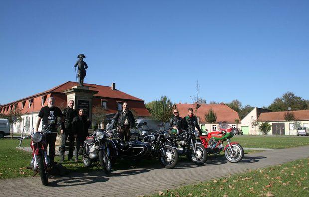 oldtimer-motorrad-fahren-berlin-truppe